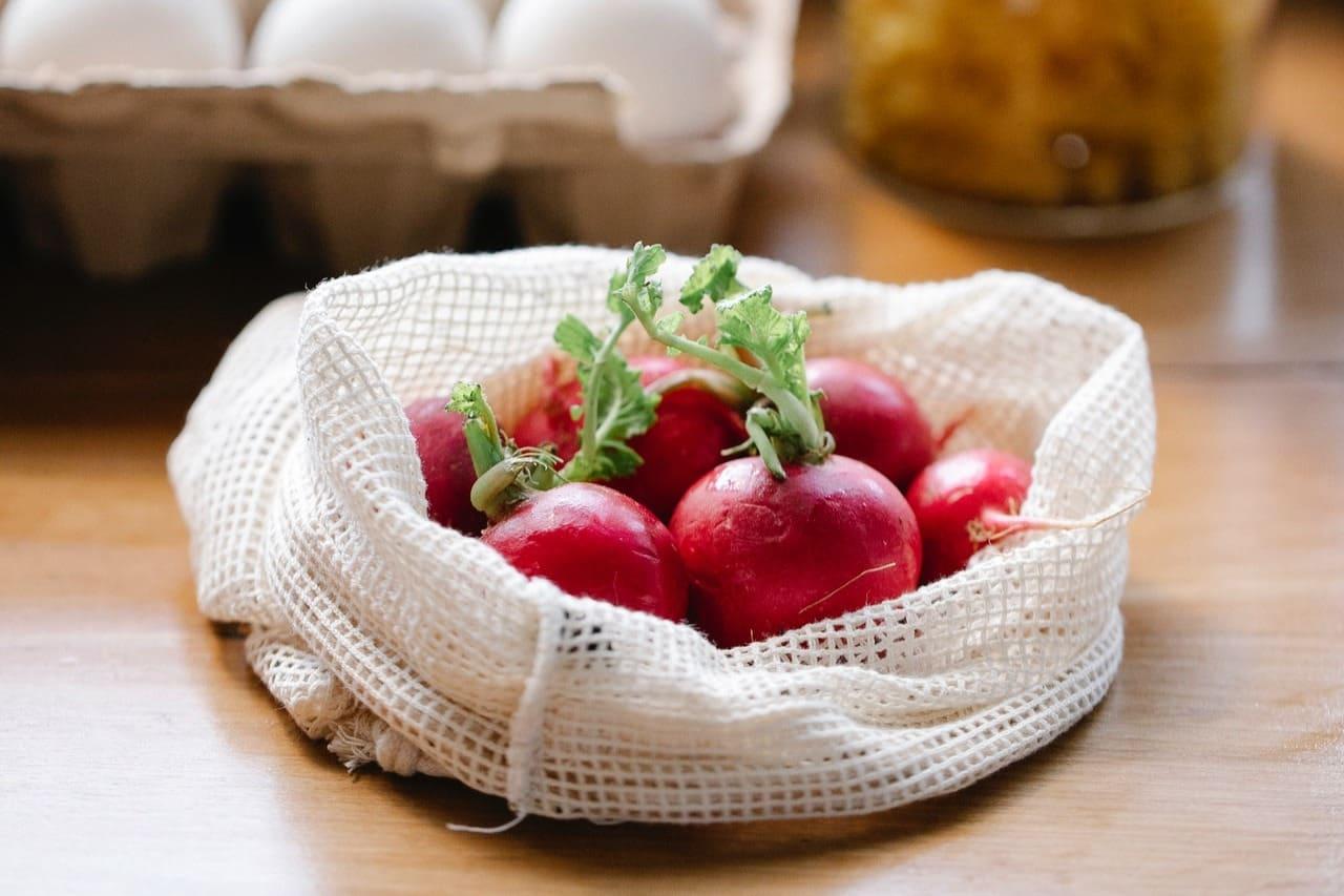 夏 - 心與夏氣相通,宜吃紅色食物配圖
