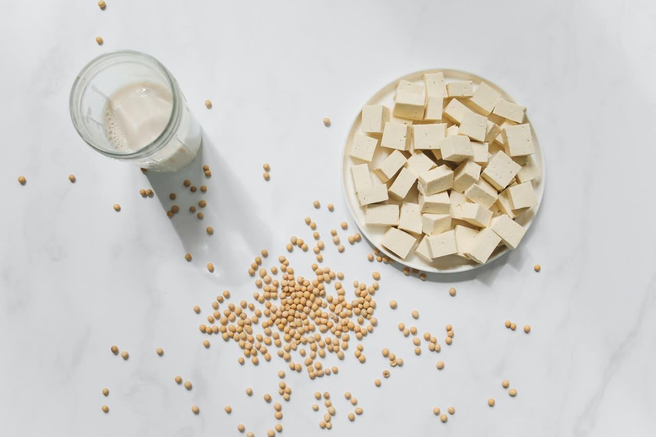 秋 - 肺與秋季相應,宜吃白色食物配圖